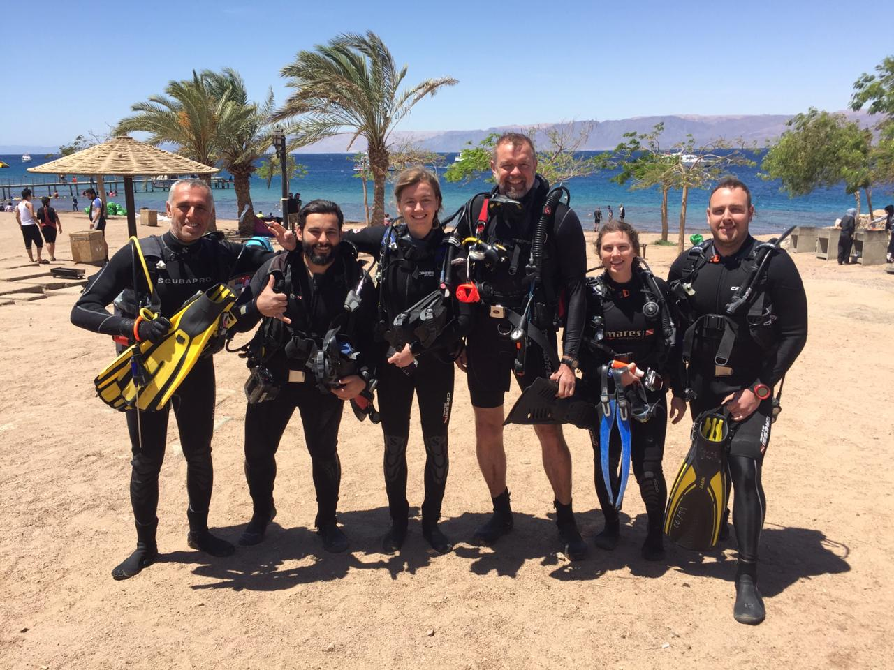Big group of diver aqaba red sea
