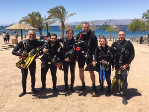 family dive in aqaba